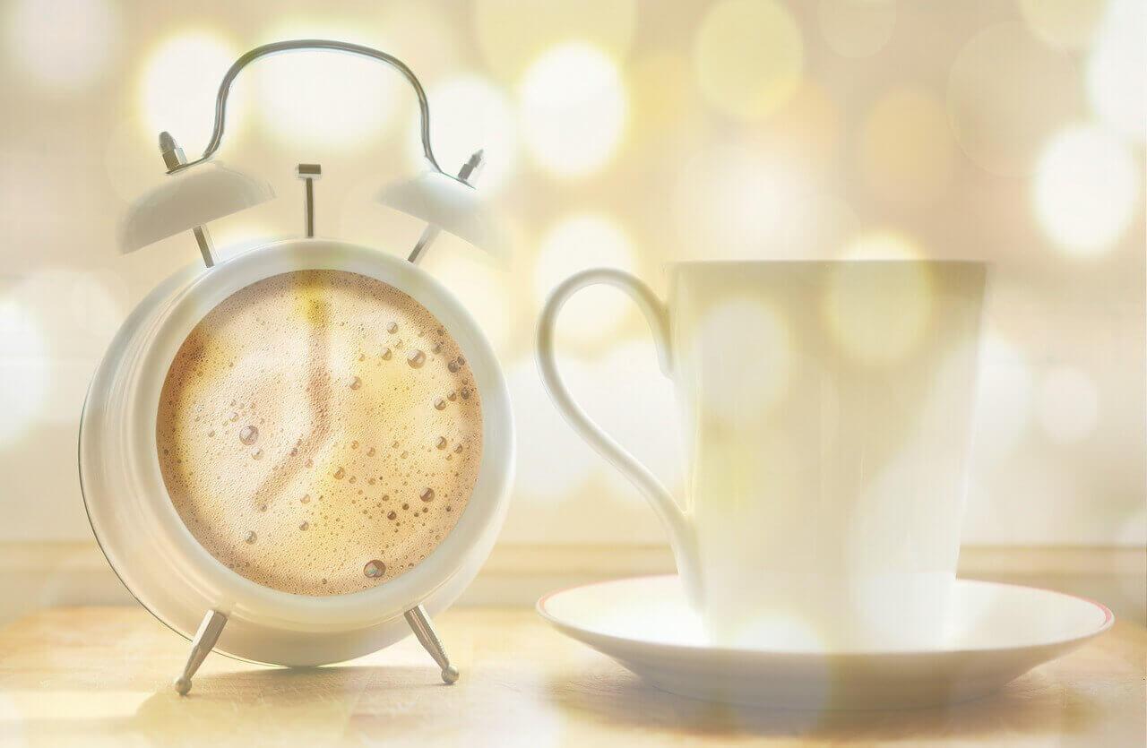 朝のタイムカードは、いつ打刻するのが適切な勤怠管理なのか?