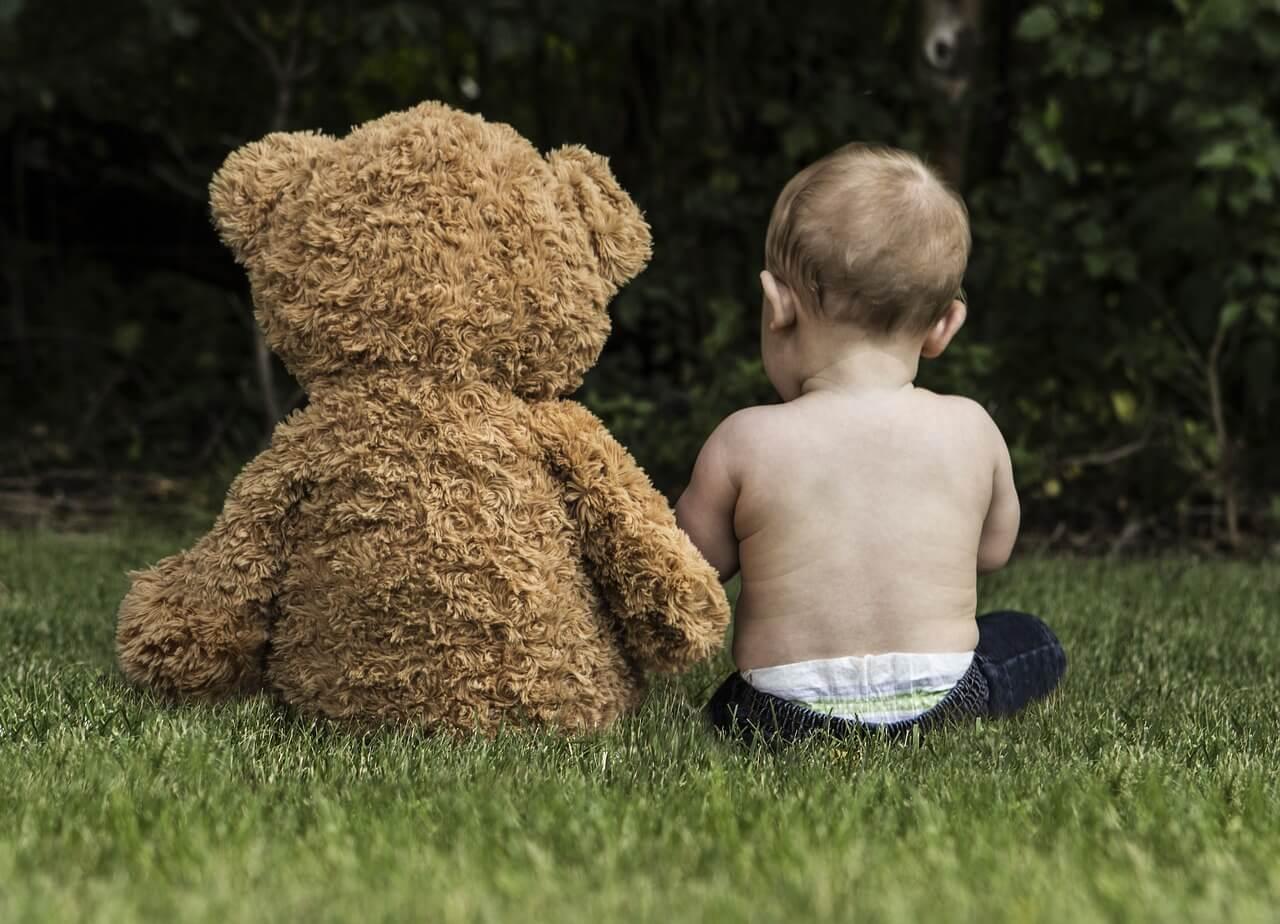 改正育児・介護休業法でおさえるべき「有期雇用者の休業取得要件緩和」と「育休最長2年化」