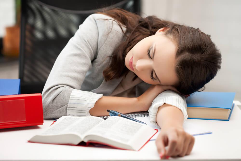 【なぜ教師は忙しい?】教員の長時間労働是正に向け、正しい勤怠管理を
