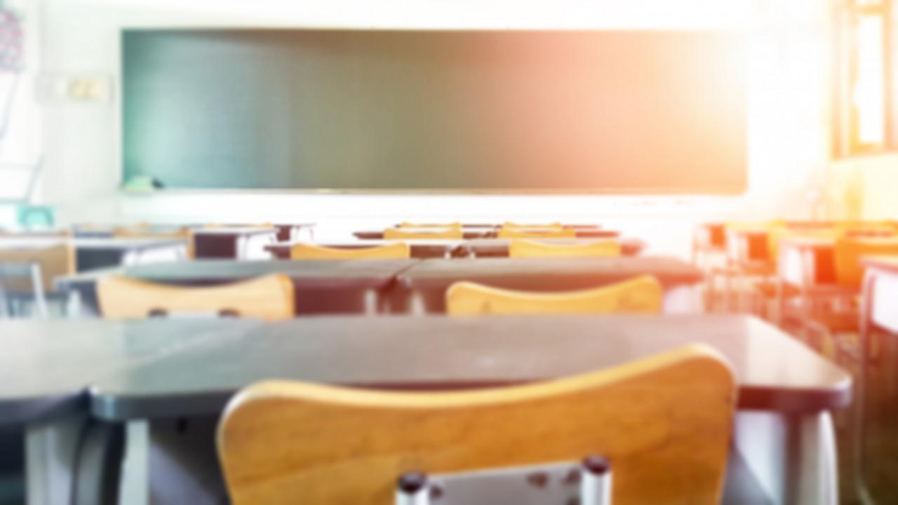 【学校の働き方改革】給特法改正へ|「変形労働時間制導入」と「休日まとめ取り」改正案が閣議決定